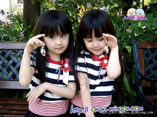 可爱双胞胎姐妹生活照