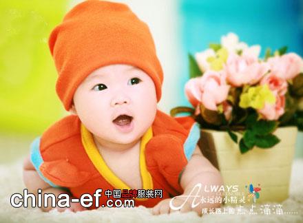 可爱自拍之宝宝爬行的模样