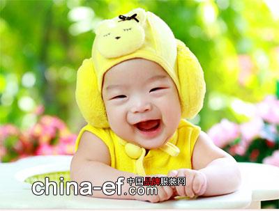 宝宝开心的时候很喜欢大笑的