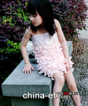 篷蓬纱裙下的美丽小公主